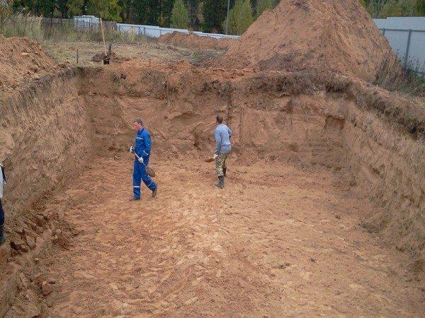 Раскопка котлована – неизбежный этап строительства фундамента.