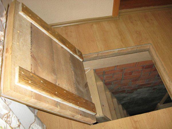 Расположение спуска в подвал должно быть удобным и безопасным