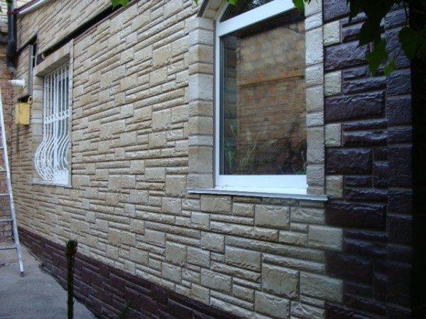 С помощью цокольных панелей можно отделать и весь дом, правда, цена такого проекта будет внушительной