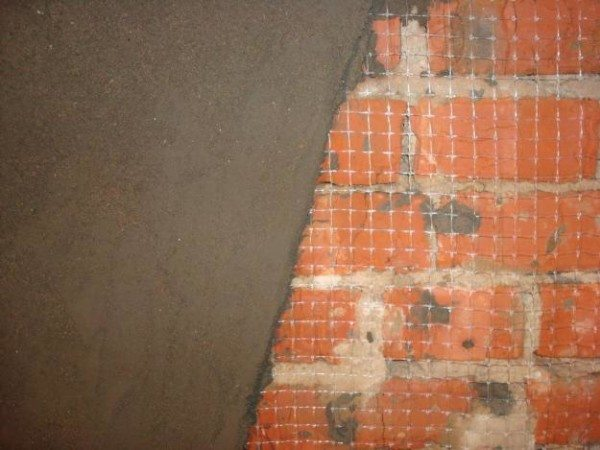 Слой цементной штукатурки на стекловолоконной сетке