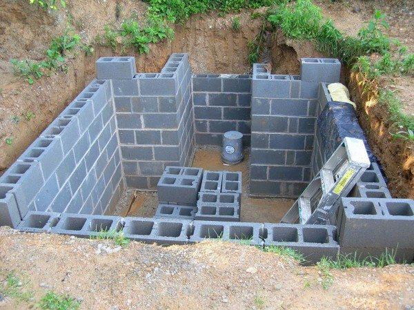 Стены погреба из бетонных блоков