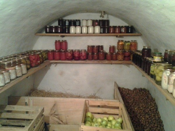 Сухое и уютное подземное хранилище продуктов
