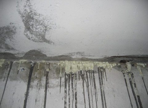 Сырость - вечная проблема помещений, расположенных ниже уровня грунта.