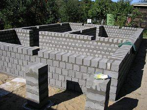 Цоколь из блоков