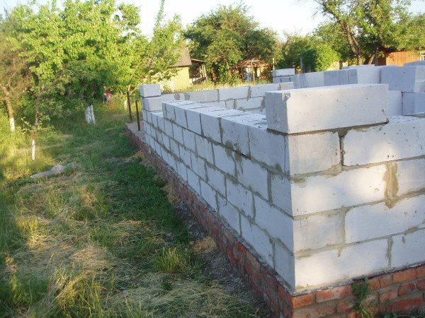 Цоколь из легкого бетона
