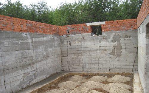 Цокольный этаж из бетона