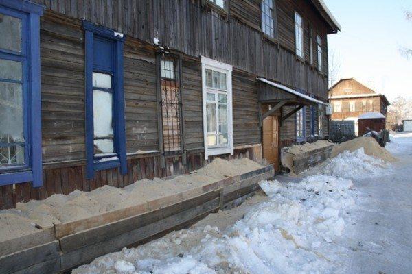 Утепление грунтом слабо решает проблему промерзания