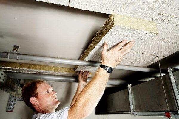 Утепление подвального потолка при наличии отапливаемого первого этажа – занятие сомнительное.