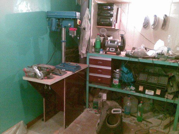 В подвале можно расположить полноценную мастерскую