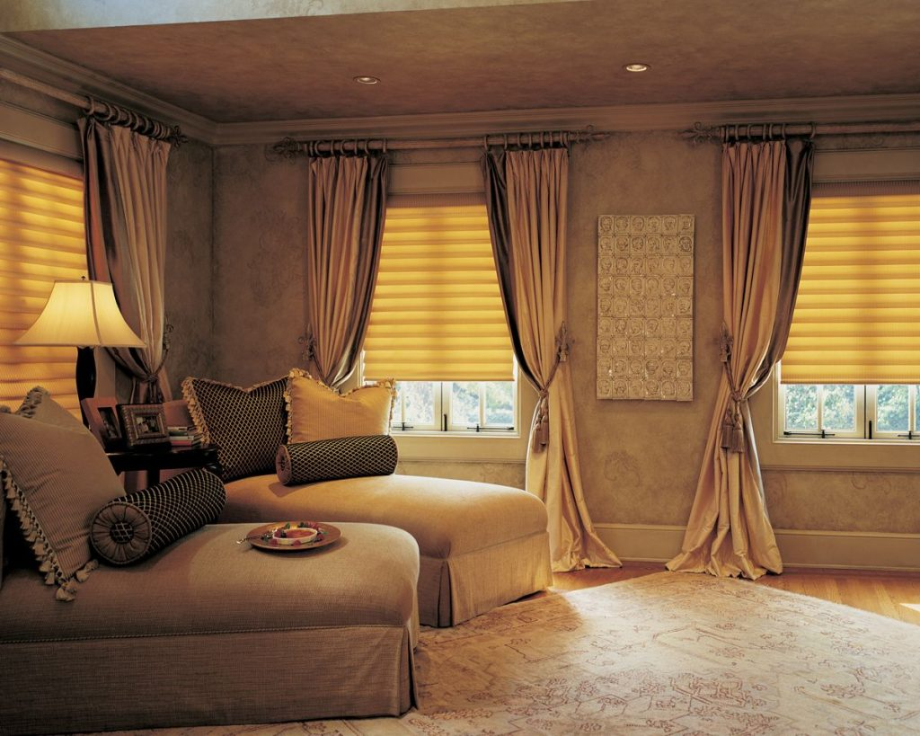 шторы для комнаты с низкими потолками фото крем