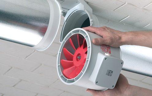 Включив вентилятор в систему, мы получаем принудительное нагнетание воздуха