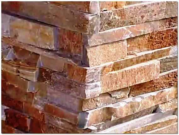 Внешне цоколь из искусственного камня практически неотличим от натурального