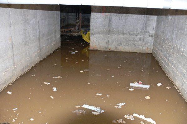 Воды в подвале может быть много