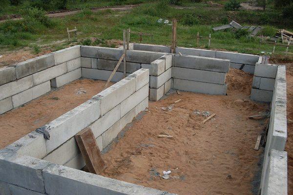 Возведение подвала из бетонных блоков