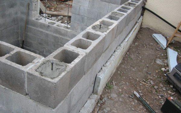 Возведение стен погреба из шлакоблока