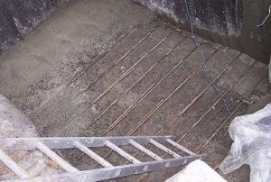 Заливка бетона с армированием арматурой