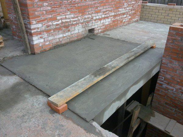 Заполнение арматурного каркаса бетоном
